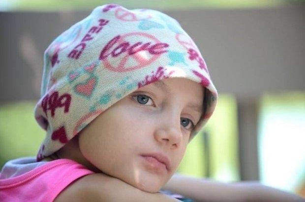 """Moartea explicată de o fetiță cu cancer în fază terminală: """"Uneori, mama iese din cameră pentru a plânge în ascuns pe hol. Atunci când eu voi muri, cred că mama mea…"""""""