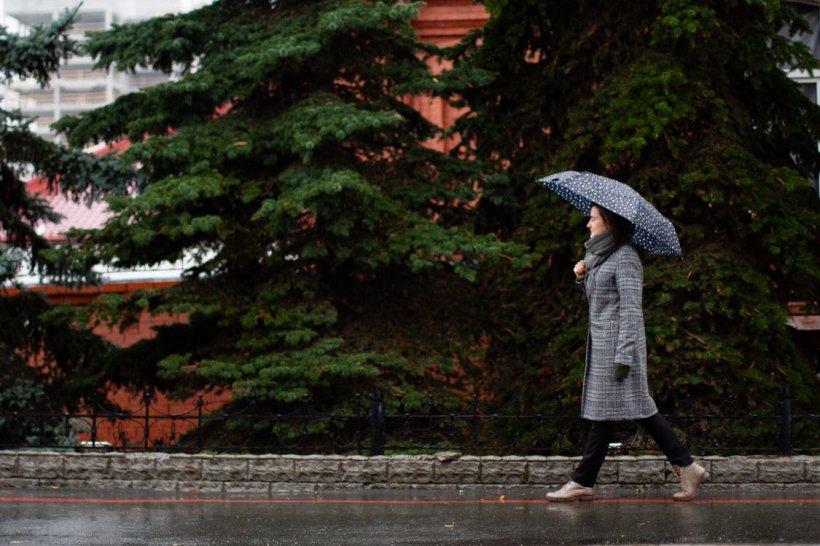 VREMEA. Prognoza meteo pentru următoarele trei zile. Vești tot mai proaste de la meteorologi. De când scăpăm de ploi