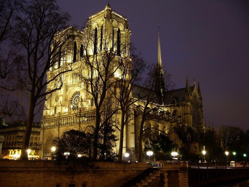 Incendiu la Notre Dame. Jurnalist român la Paris: Nu este exclusă varianta unui atentat terorist