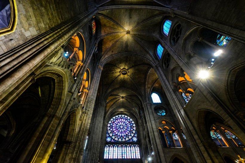 Incendiu la Notre Dame. Un preot român, detalii cutremurătoare despre Sfânta Coroană de Spini a Mântuitorului care se găsește la Notre Dame