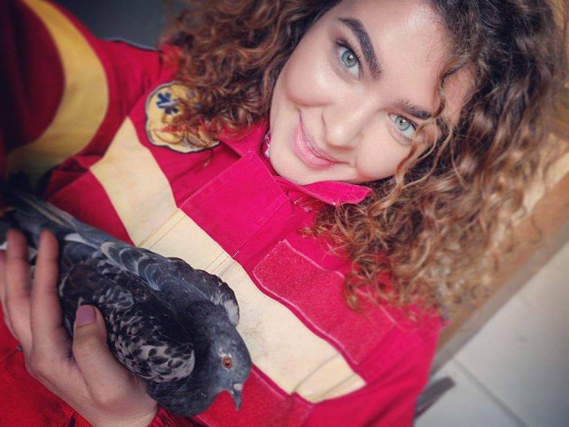 """Andreea, de 22 de ani, își dedică timpul liber salvând vieți. """"Îi spun unității de pompieri: acasă. Dacă nu ai dragoste de oameni și de animale, nu poți să lucrezi în meseria aceasta"""""""