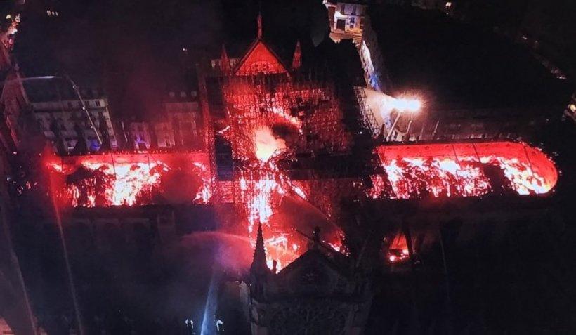 """Incendiu la """"Notre Dame"""" din Paris. """"Structura este salvată în întregime"""" - VIDEO LIVE"""
