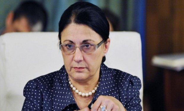 Ministrul Educației, reacție în cazul copilului de trei ani mort după ce a căzut în fosa septică a școlii. Ce măsuri anunță Ecaterina Andronescu
