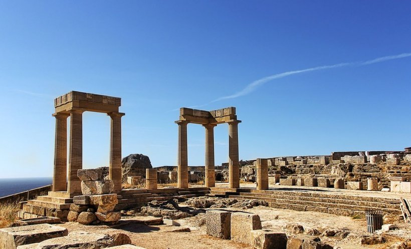 Oameni răniți după ce un fulger a lovit Acropole în Atena