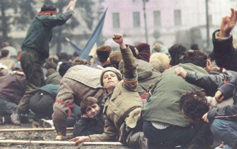 """Dosarul """"Revoluției"""" demontează mitul agenților străini implicați în evenimentele din Decembrie 1989"""