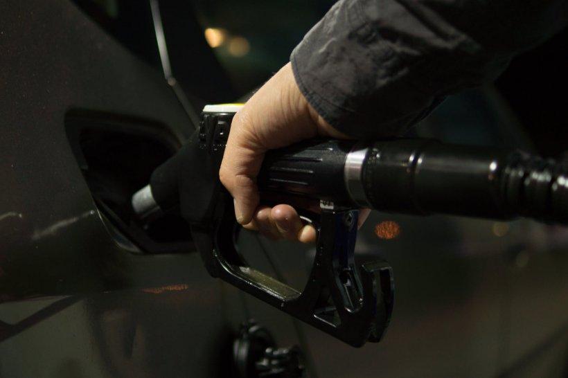 E corect sau greșit să alimentezi des mașina cu cantități mici de combustibil?