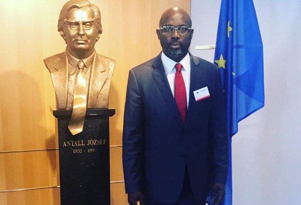 George Weah, președintele Liberiei, nevoit să lucreze de acasă. Clădirea Ministerului de Externe, închisă dintr-un motiv incredibil