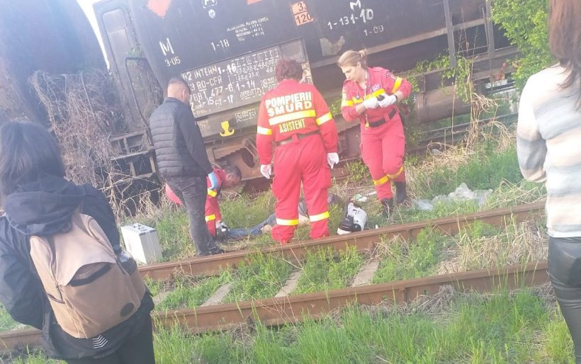 Selfie mortal! O tânără de 22 de ani a murit în București, electrocutată pe un vagon de tren
