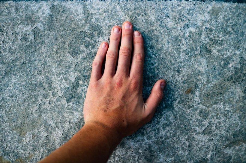 TEST. Ce lucru poți face doar cu mâna stângă, niciodată cu dreapta, oricât te-ai stradui? 817