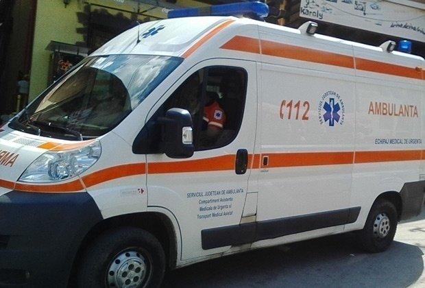 Incident grav în Prahova. Un copil de cinci ani a fost lovit de o ambulanță. Băiatul a fost transportat de urgență la spital