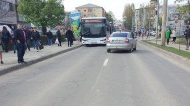"""Șoferii care ajunseseră pe această stradă din Iași duminică după-amiaza au avut un șoc. """"Doamne, a apărut din senin"""" (FOTO)"""