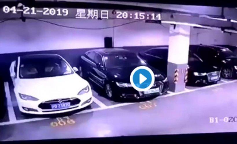 Momentul în care o mașină Tesla explodează brusc într-o parcare - VIDEO