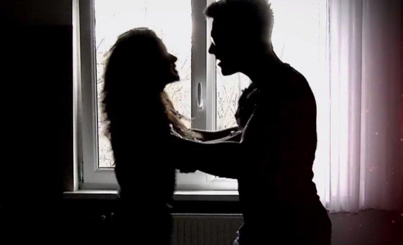 O tânără va primi pensie pe viaţă de la fostul soţ care a bătut-o până la leşin