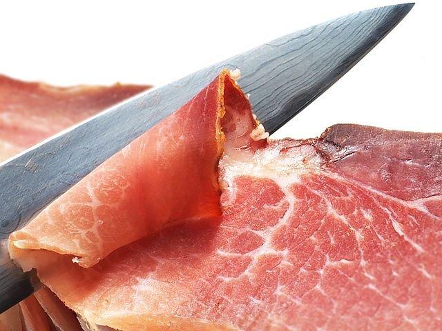 Cum să faci bacon crocant. Ingredientul secret care nu e ulei