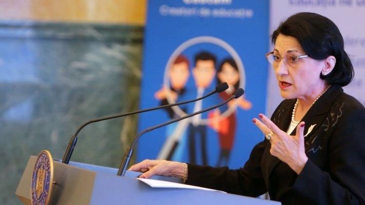 Guvernul a adoptat cifrele de şcolarizare pentru învăţământul preuniversitar şi cel superior de stat în anul şcolar 2019-2020. Anunțul făcut de Ecaterina Andronescu