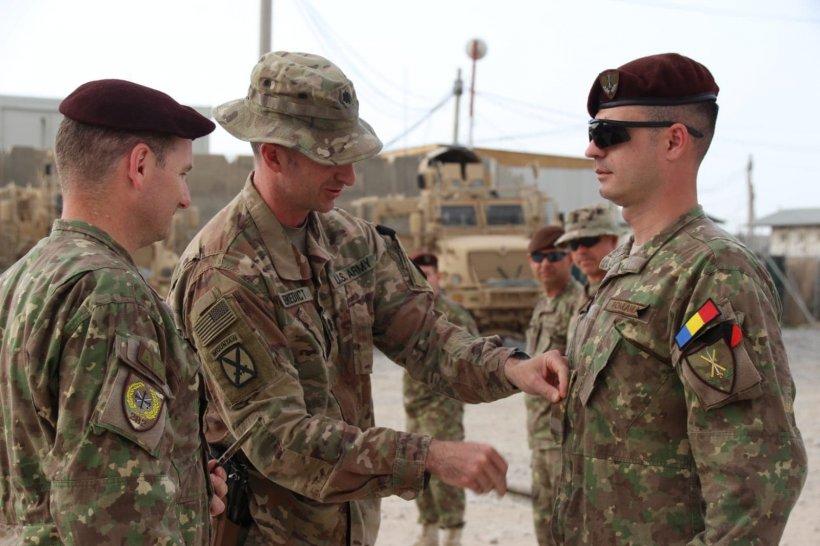 """Iulian e militar în Afganistan. """"Azi am plecat în patrulă ca-ntr-o zi oarecare. Nu m-am gândit o secundă ce o să mă aștepte la întoarcere. O sa păstrez mereu în suflet momentul ăsta"""""""