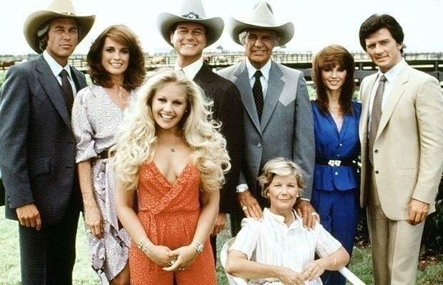 """VIDEO. Scena din """"Dallas"""" pe care puțini români și-o mai amintesc. Bobby Ewing îl ia la șuturi pe un renumit actor din ziua de azi"""