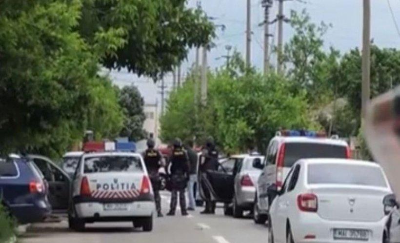 Bătaie în piața din Buzău. Un bărbat a fost atacat cu satârul