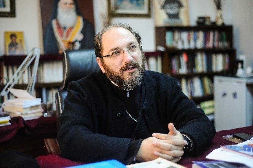 """Părintele Constantin Necula: """"Mai bine plângi la spovedanie decât să râzi la psiholog"""""""