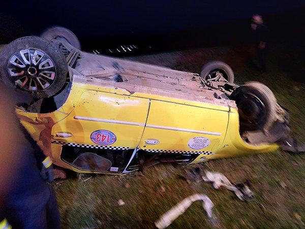 Accident grav în Vaslui. Un taxi cu șapte persoane s-a răsturnat. Cinci ambulanțe au intervenit la fața locului VIDEO