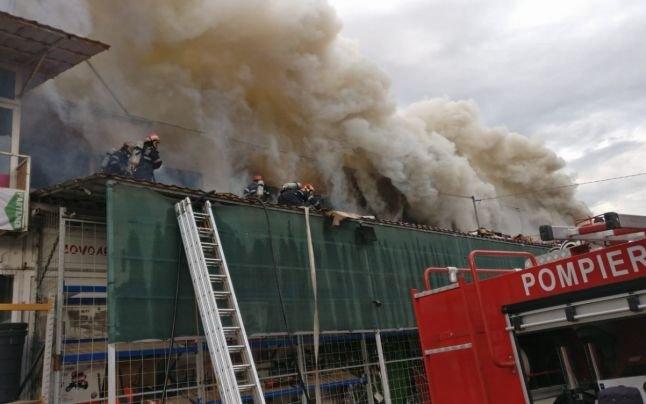 Incendiu la un depozit din zona industrială a oraşului Tulcea