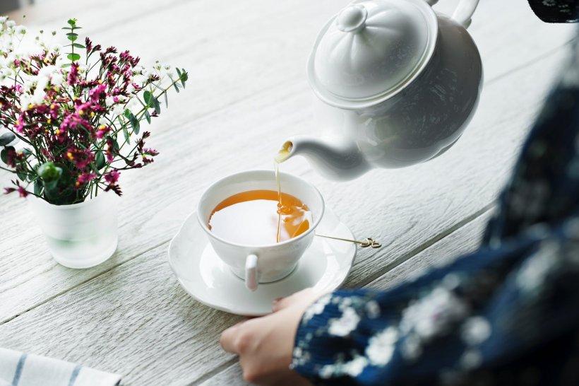 Obiceiul de a consuma ceai zilnic a dus-o pe patul de spital. Medicii i-au dat o vește șocantă. Nu i-a venit să creadă la ce s-a ajuns