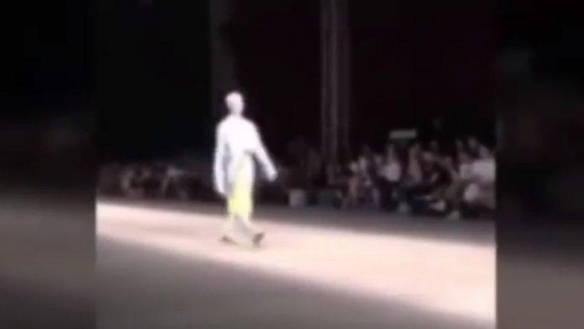 Un model a murit în plină prezentare la doar 26 de ani. S-a prăbușit pe scenă și nu și-a mai revenit (VIDEO ȘOCANT)