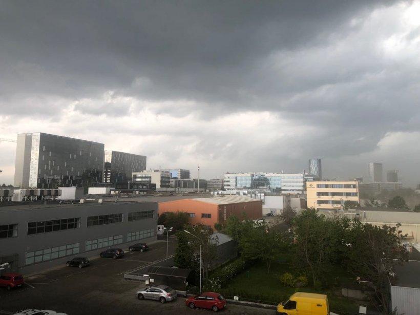 COD GALBEN de furtună în București și în mai multe județe pentru următoarele ore 16