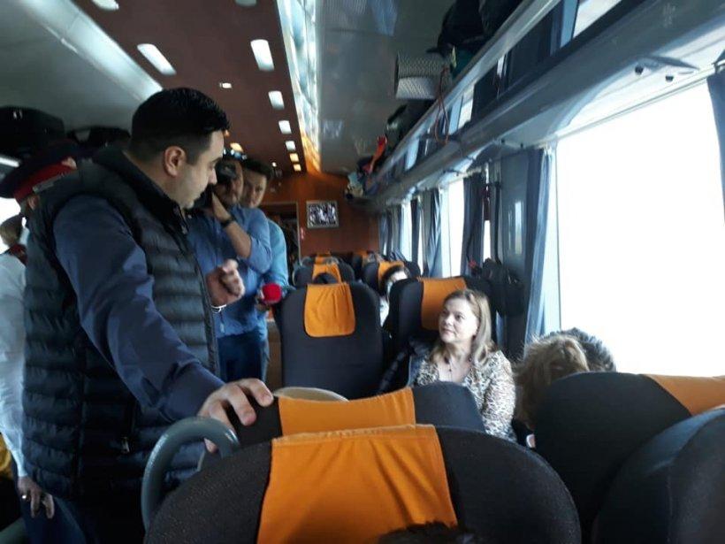 """Ministrul Transporturilor, Răzvan Cuc, a mers la mare cu trenul: """"Cei de la CFR Călători fac toate eforturile astfel încât românii să beneficieze de condiții civilizate"""""""