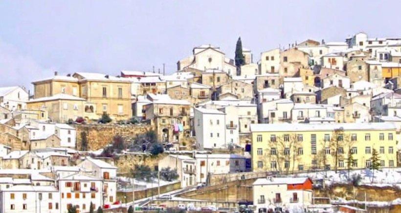 Vești incredibile pentru cei care iubesc Italia! În două orașe se vând case cu doar un euro