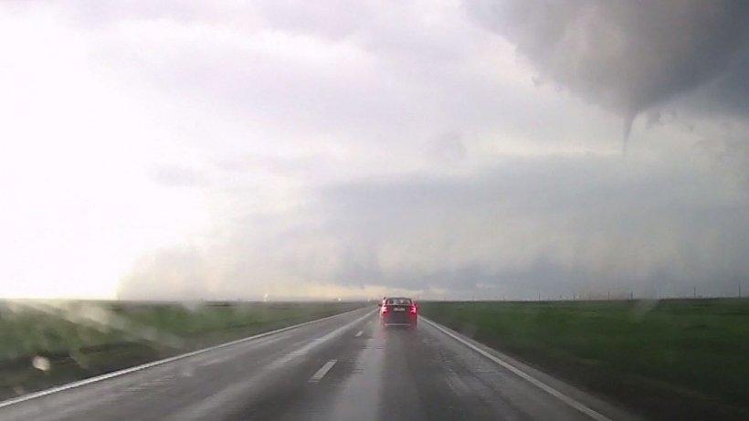 Momentul formării tornadei din Călărași a fost filmat de un bărbat - VIDEO