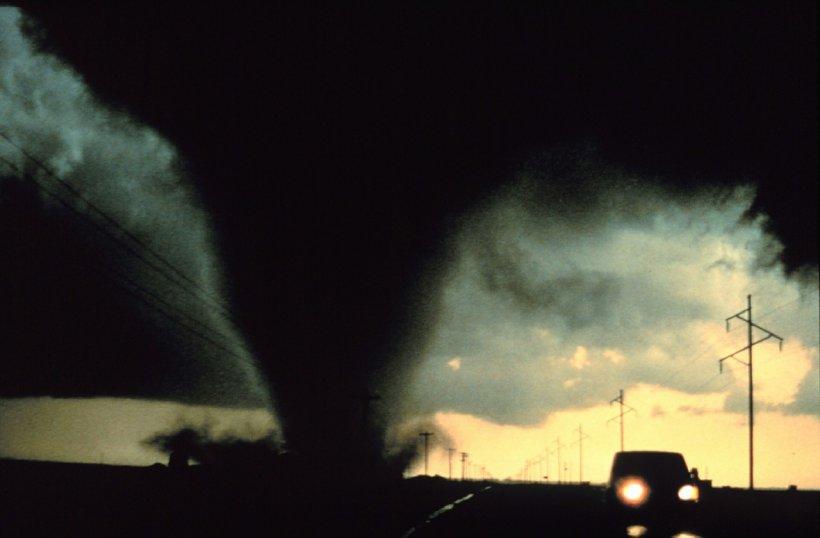 Primele estimări despre tornada care a înspăimântat România. În mijlocul pâlniei, vântul a atins chiar 200 de kilometri pe oră