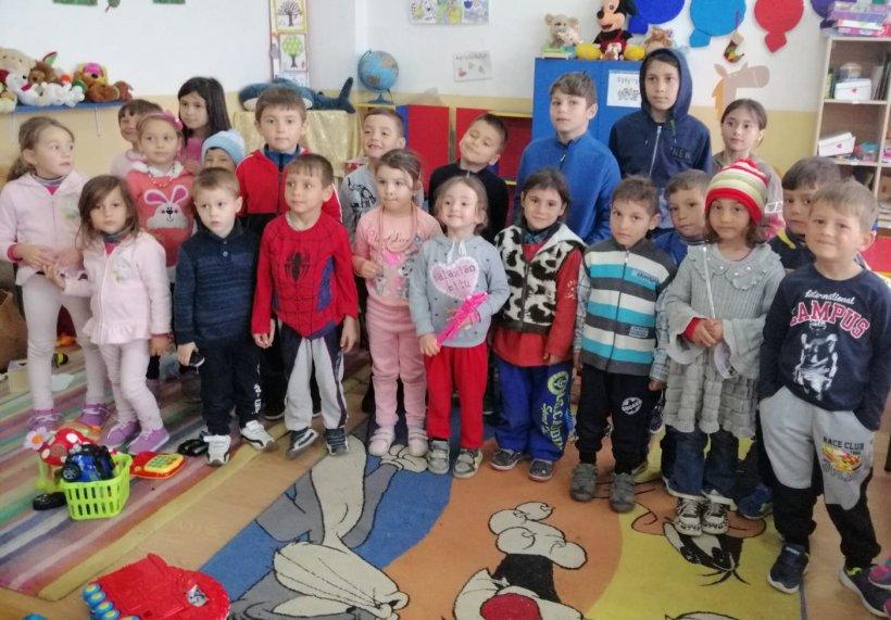 """Prin campania """"Schimbă o viață"""", 542 de beneficiari din București și din 20 de județe ale țării  au primit """"Bucurie la cutie"""" de Paști"""