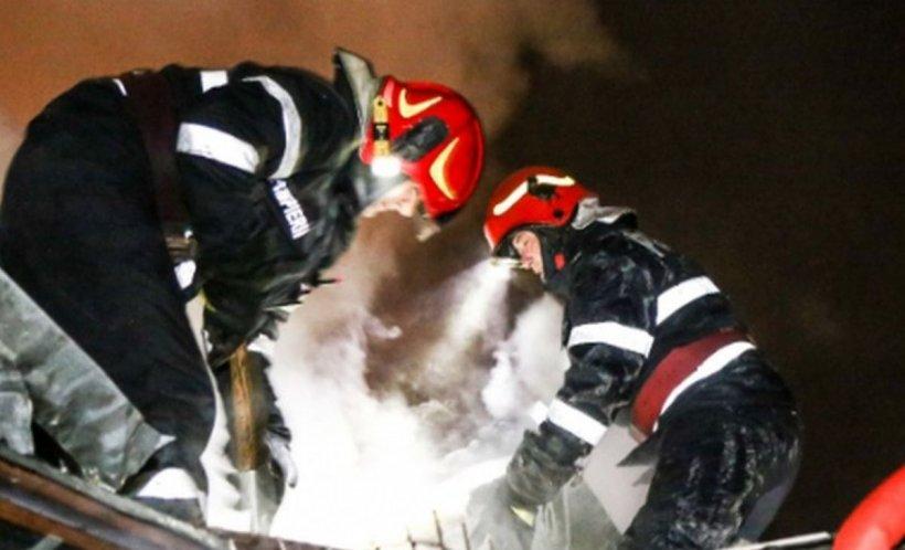 Caz șocant. Un bărbat din Botoşani a dat foc casei în care se aflau soţia şi copilul său