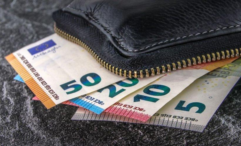 CURS VALUTAR 3 mai. Euro a coborât spre nivelul de 4,75 lei