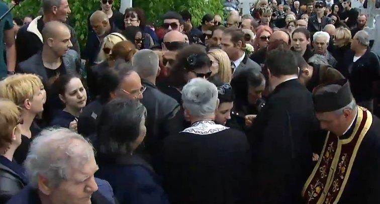 DEZVĂLUIRI ȘOCANTE despre ceea ce s-a întâmplat la înmormântarea lui Răzvan Ciobanu. Toată lumea a văzut ce a făcut preotul în timpul slujbei