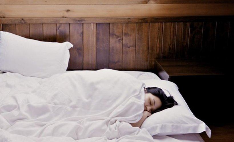 Iată cum să te odihnești mai mult în timpul nopții. Urmează acești pași simplii