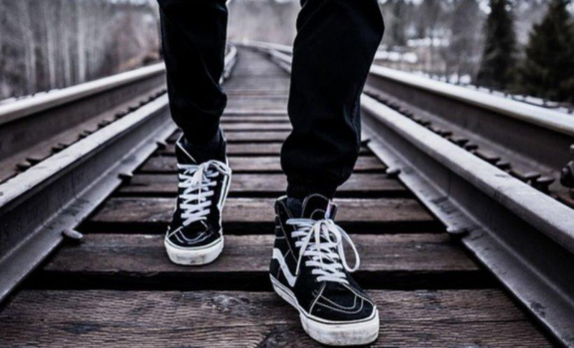Tragedie în Bistriţa-Năsăud: Tânăr de 23 ani, lovit mortal de o locomotivă