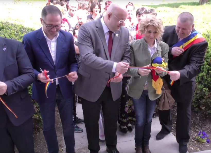 """Carmen Avram, la inaugurarea școlii din Ferigile: """"O să vă reprezint cu drag în Parlamentul European, dar, peste toate, cu foarte multă dragoste de țară"""" 72"""