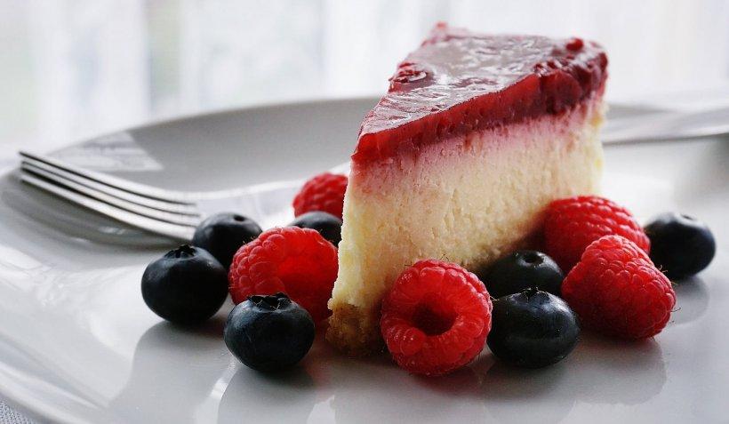 REȚETĂ. Cum preparăm cel mai bun cheesecake cu zmeură în doar 30 de minute