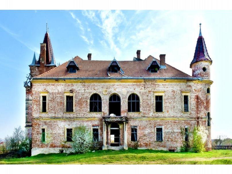 Un castel din Maramureș a fost scos la vânzare. Prețul de pornire, 275.000 de euro