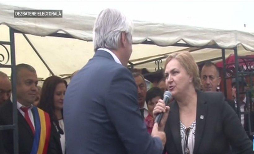 Bătaie pe microfon în campania electorală: senatoarea PNL Carmen Hărău i-a luat microfonul lui Eugen Teodorovici