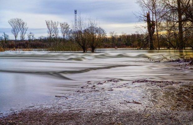 Cod galben de inundații în mai multe zone din Transilvania, Moldova, Oltenia şi Muntenia