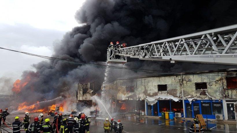 Incendiu uriaș la un centru comercial din Afumați. Circulația este restricționată - VIDEO