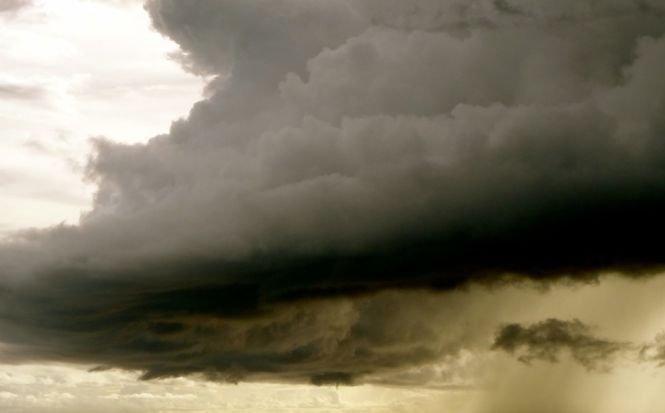 Alertă meteo: Pericol mare de inundații, torenți și viituri. Peste 70 de case și gospodării, inundate