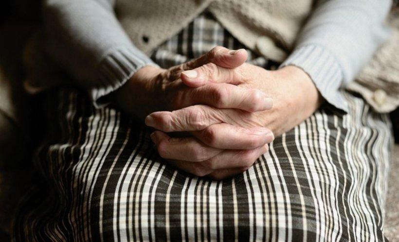 Clipe cumplite pentru o bătrână din Hunedoara. A fost violată și tâlhărită de un bărbat de 52 de ani