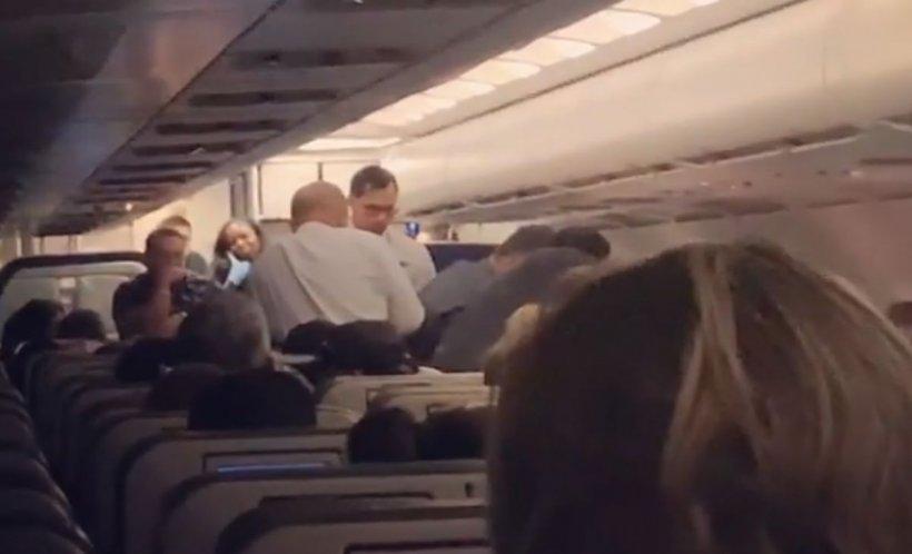 I-a amenințat pe toți pasagerii dintr-un avion și pe însoțitorii de zbor că îi va ucide. Ce a pățit tânărul după ce a creat panică în timpul călătoriei