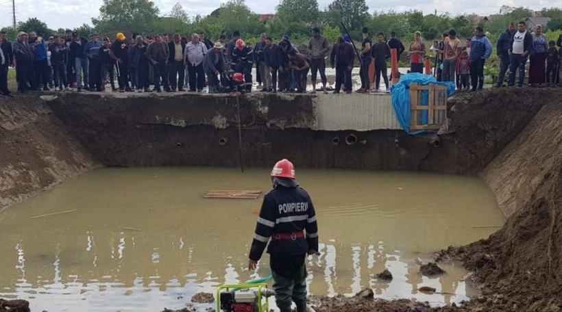 Tragedie în Dâmbovița. Doi copii, frate și soră au murit într-o groapă plină cu apă