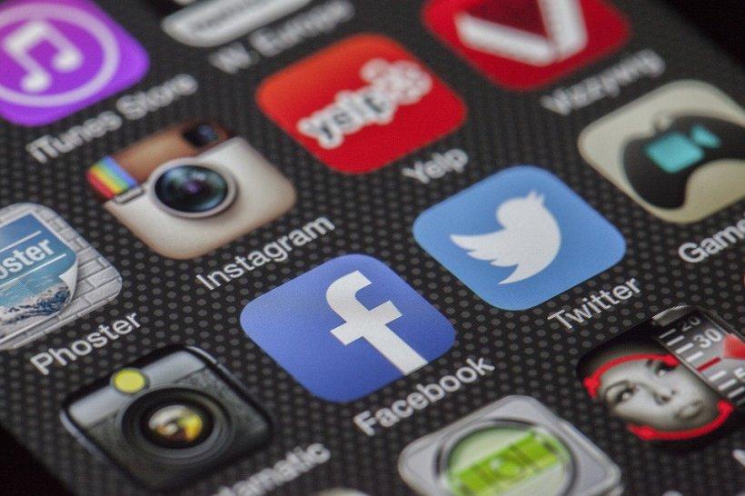 Facebook. Unul dintre co-fondatorii Facebook propune scindarea grupului