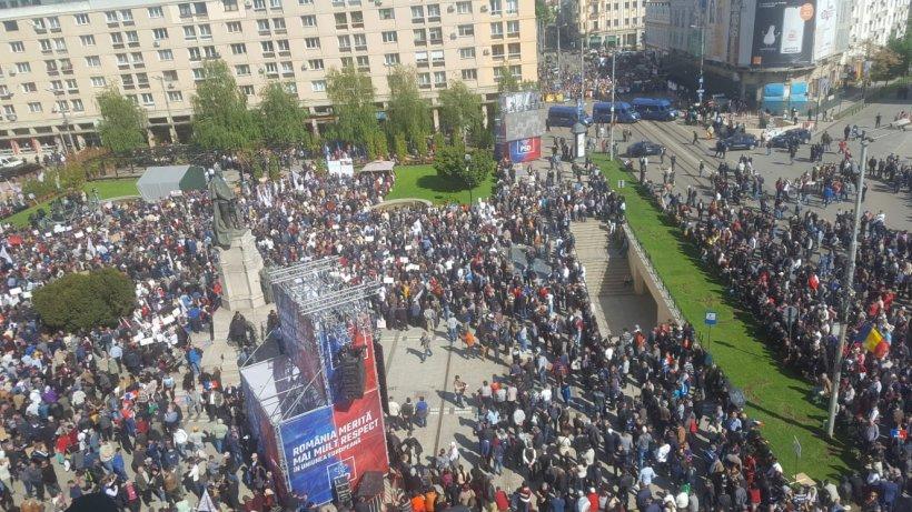 Mega-miting PSD la Iași. Liviu Dragnea, baie de mulțime printre simpatizanți 16